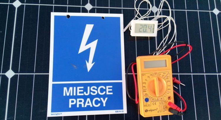 Panel fotowoltaiczny, miernik uniwersalny, termometr elektroniczny, sprawdzanie ogniwa słonecznego