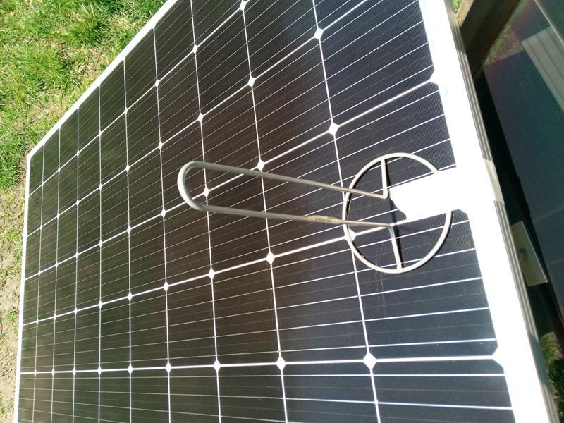 Panel słoneczny Resun 315W ustawiony pod optymalnym kątem