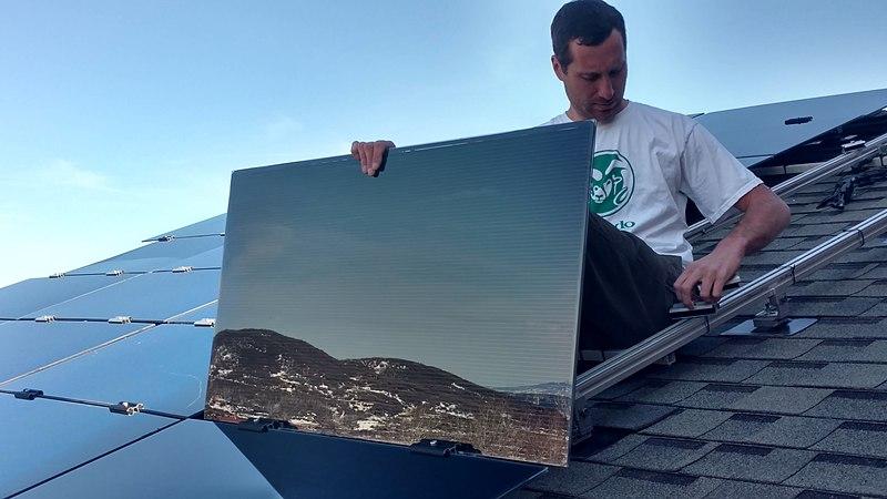 Panele cienkowarstwowe, bezramowe, amorficzne, samodzielny montaż na dachu