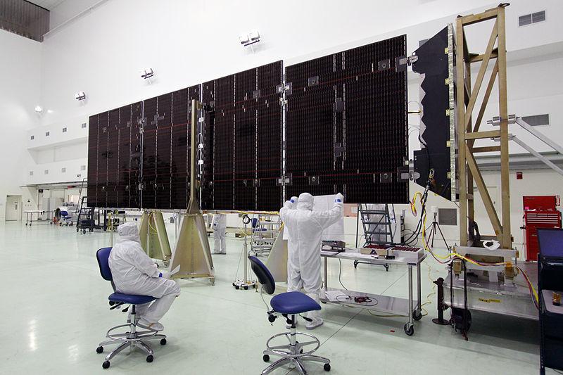 Testowanie ogniw słonecznych dla satelity